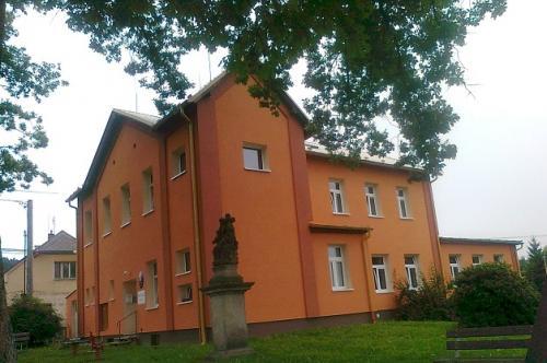 Budova OÚ aMŠ vroce 2014